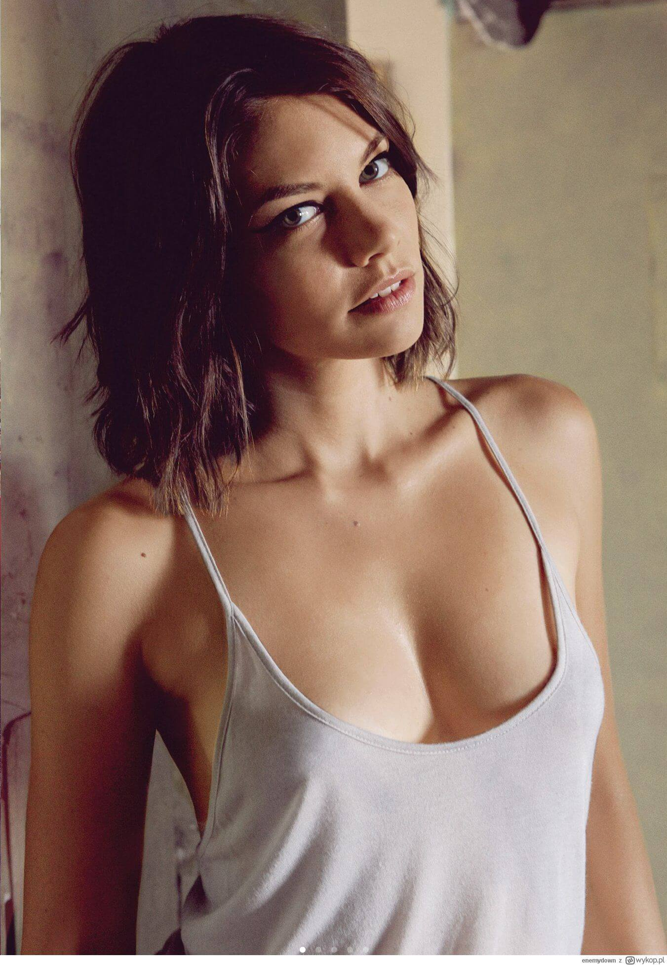 lauren cohan sexy cleavage
