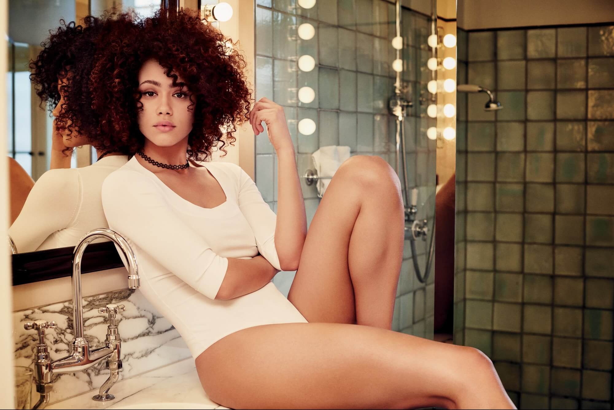 nathalie emmanuel sexy thighs