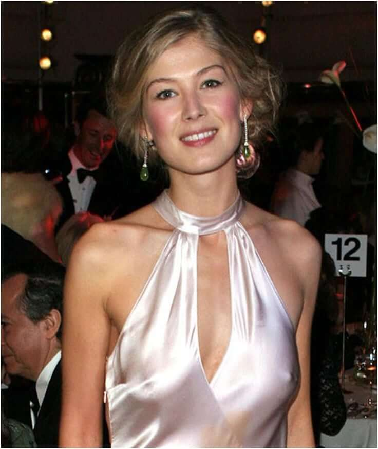 rosamund-pike-cleavage
