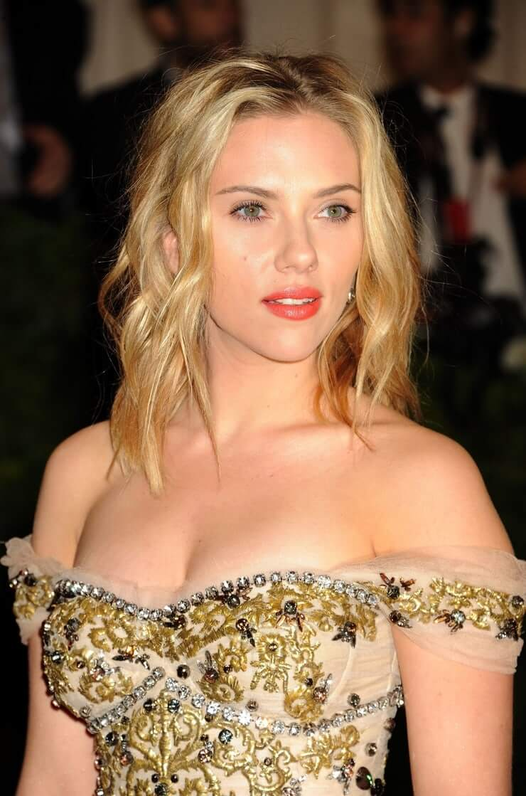49 Sexy Scarlett Johansson Breast Pictures That Will Make You Want To Play With Them-7462
