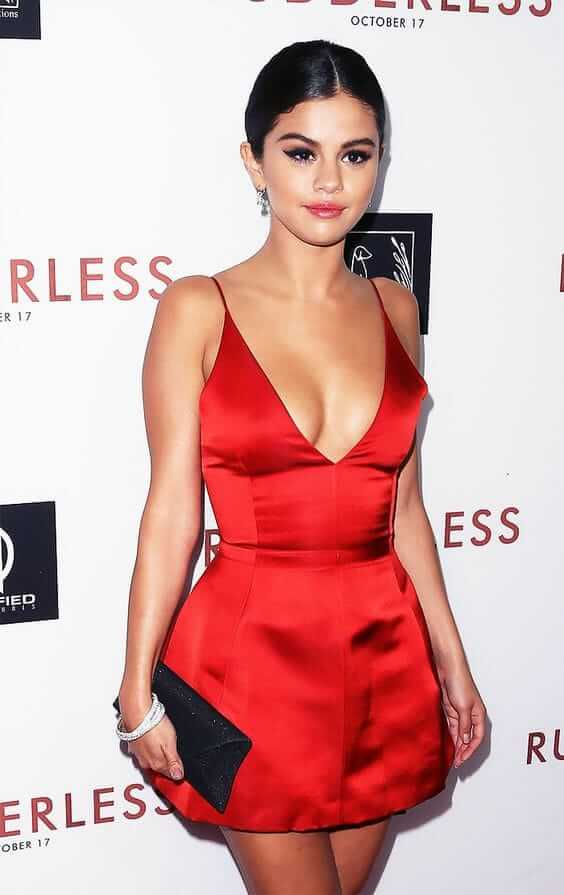 selena gomez sexy cleavage picture