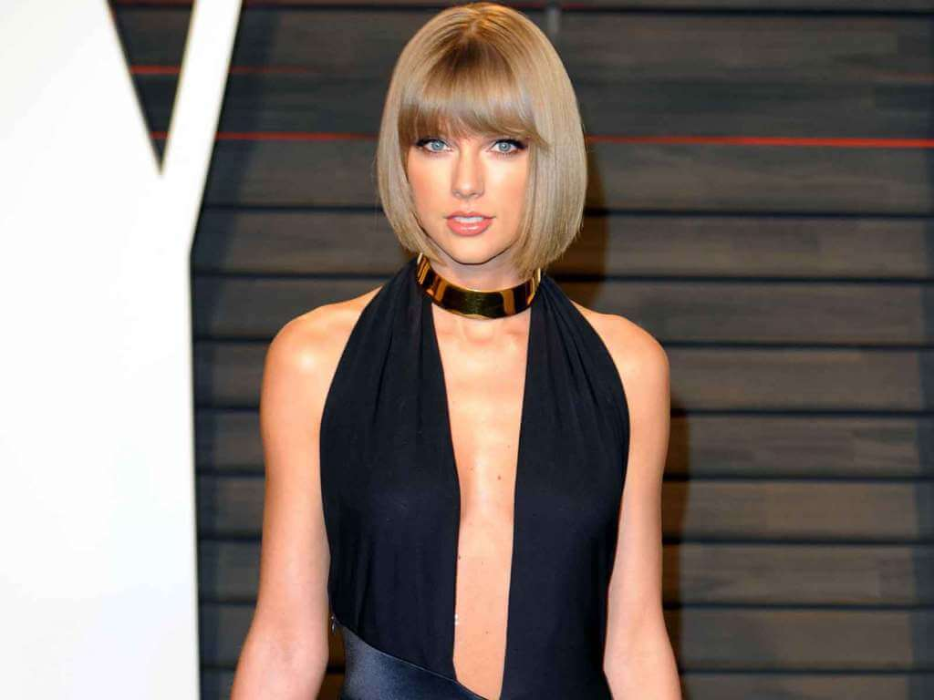 taylor swift cleavage photo