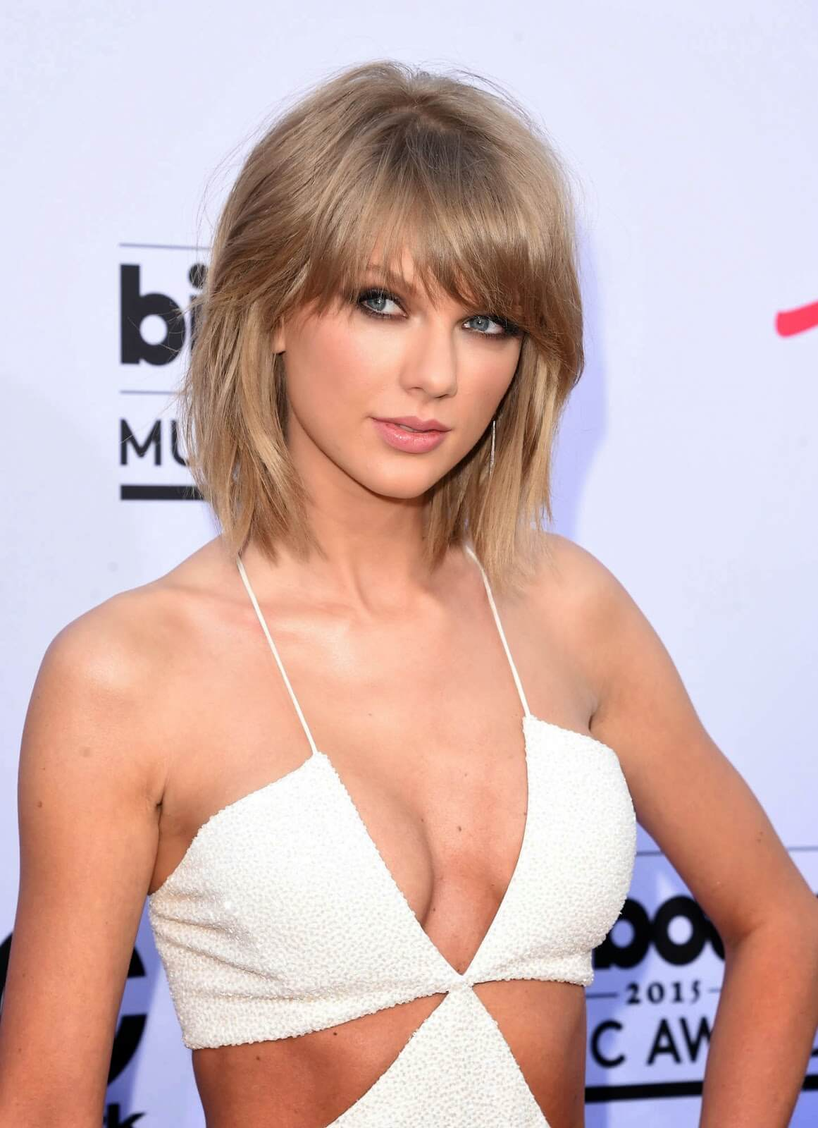 taylor swift hot cleavage pic (2)