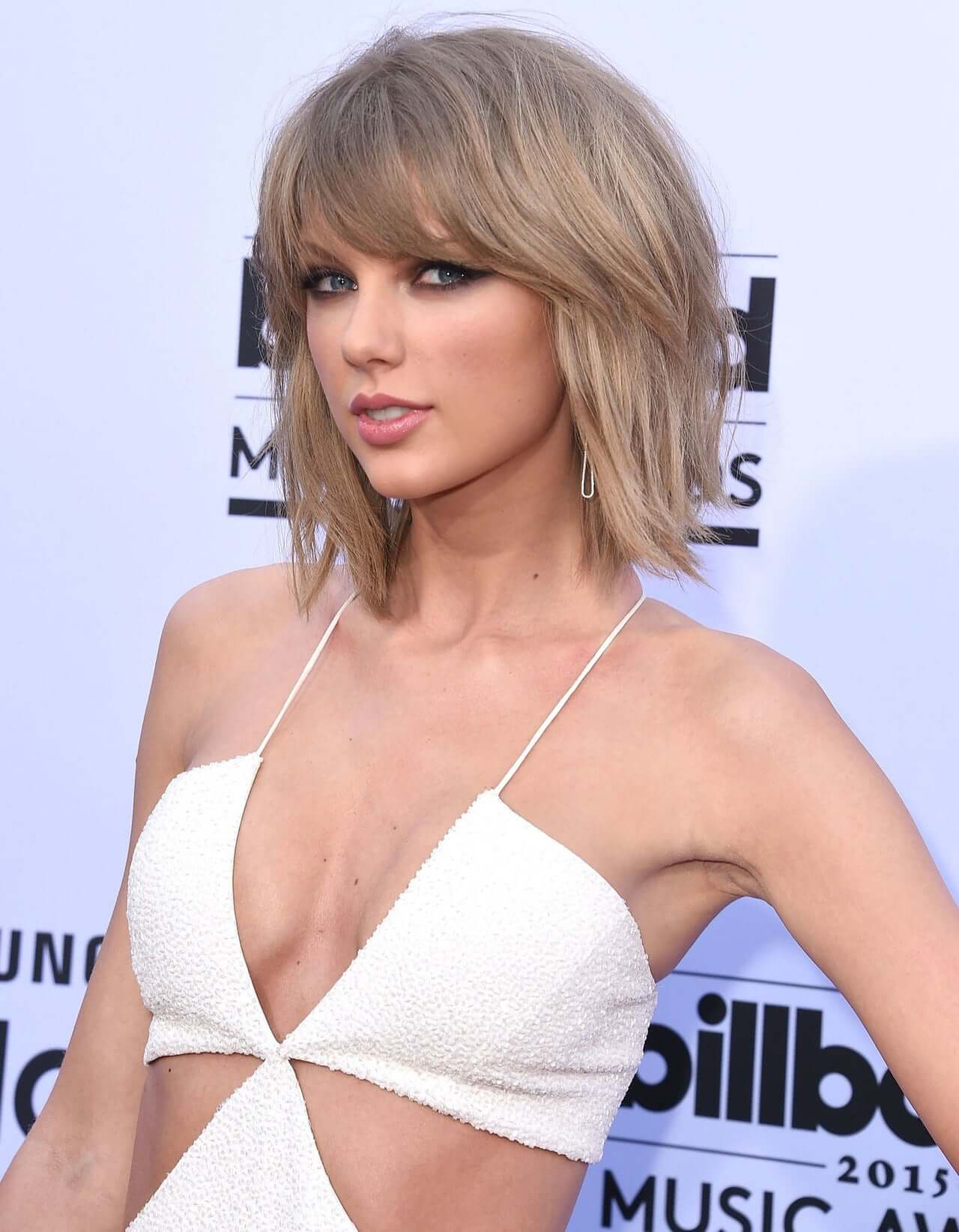 taylor swift sexy busty