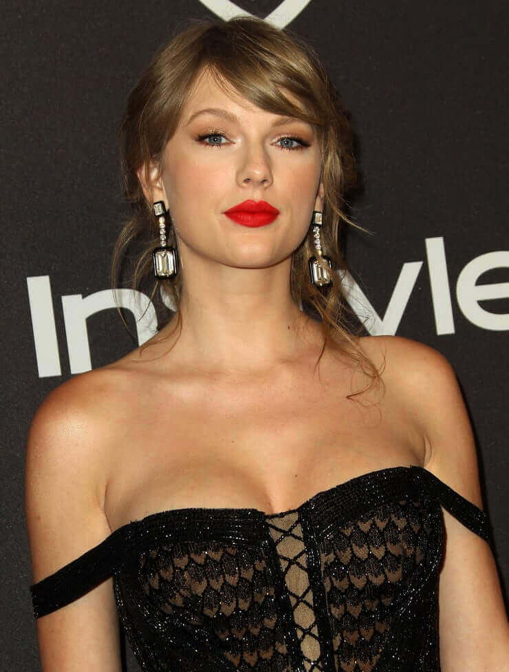 taylor swift sexy cleavage pic