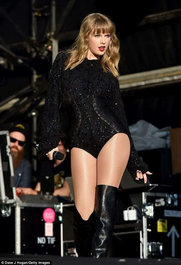 75 Hot Pictures Of Taylor Swift Which Will Make You Want To Jump Into Bed With Her Best Of Comic Books