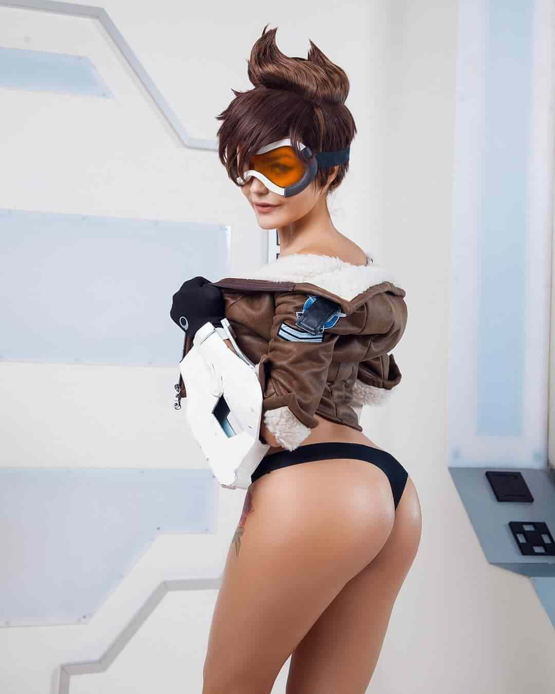 tracer awesome ass