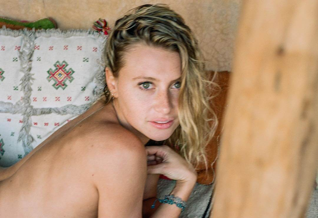 Aly Michalka Sexy Photos 49 hottest aly michalka big butt pictures which are sure to