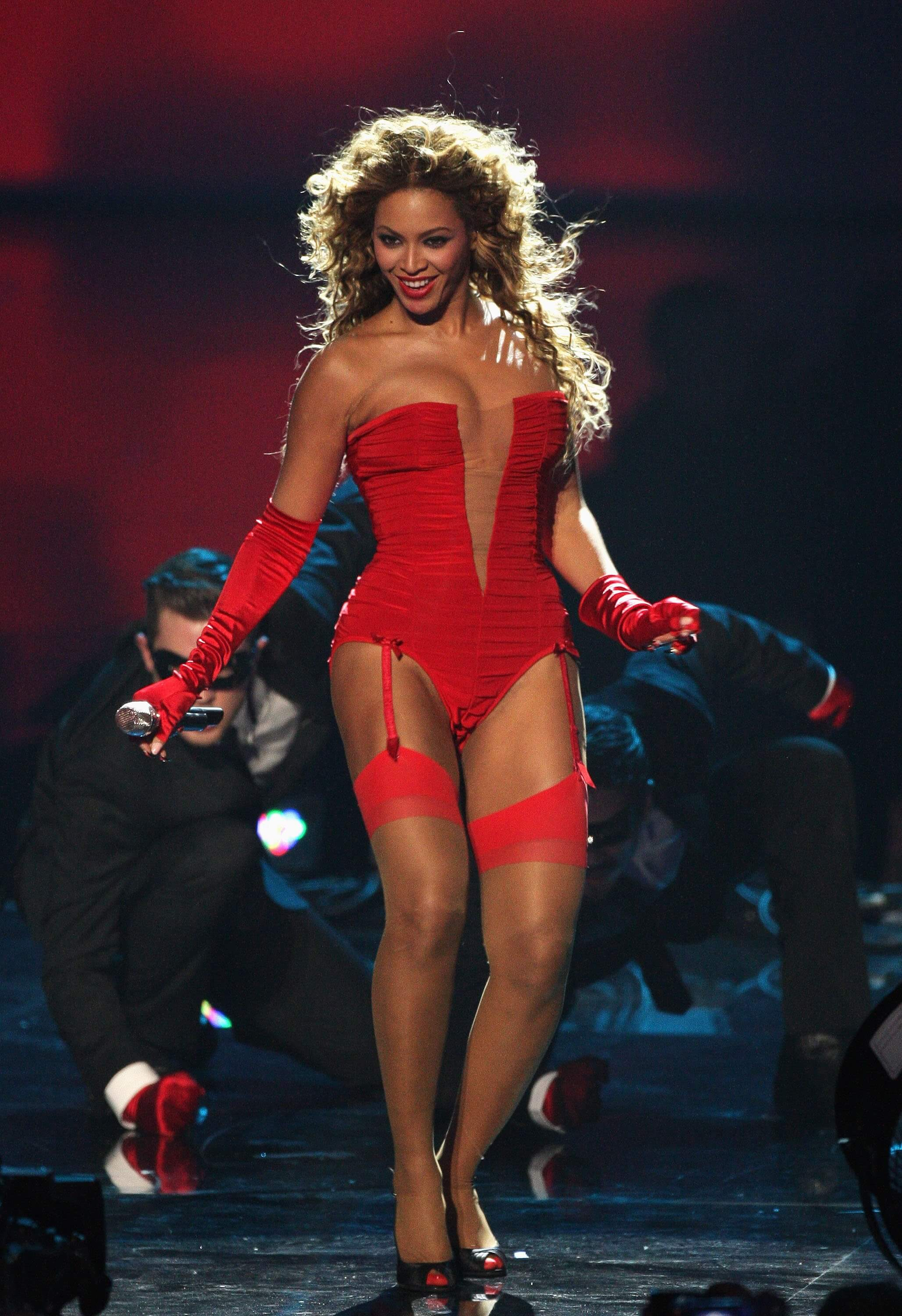 Beyonce awesome legs pic