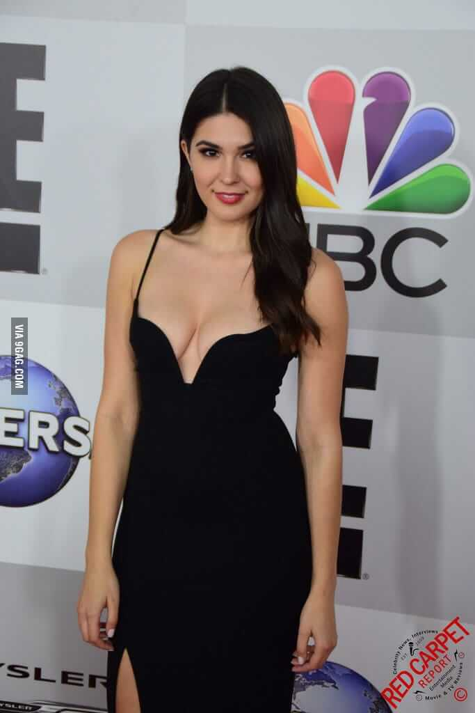 Cathy Kelley hot cleavage pic
