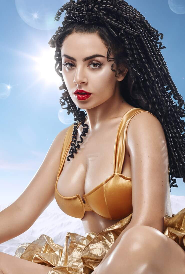 Charli XCX sexy boobs pictures (1)
