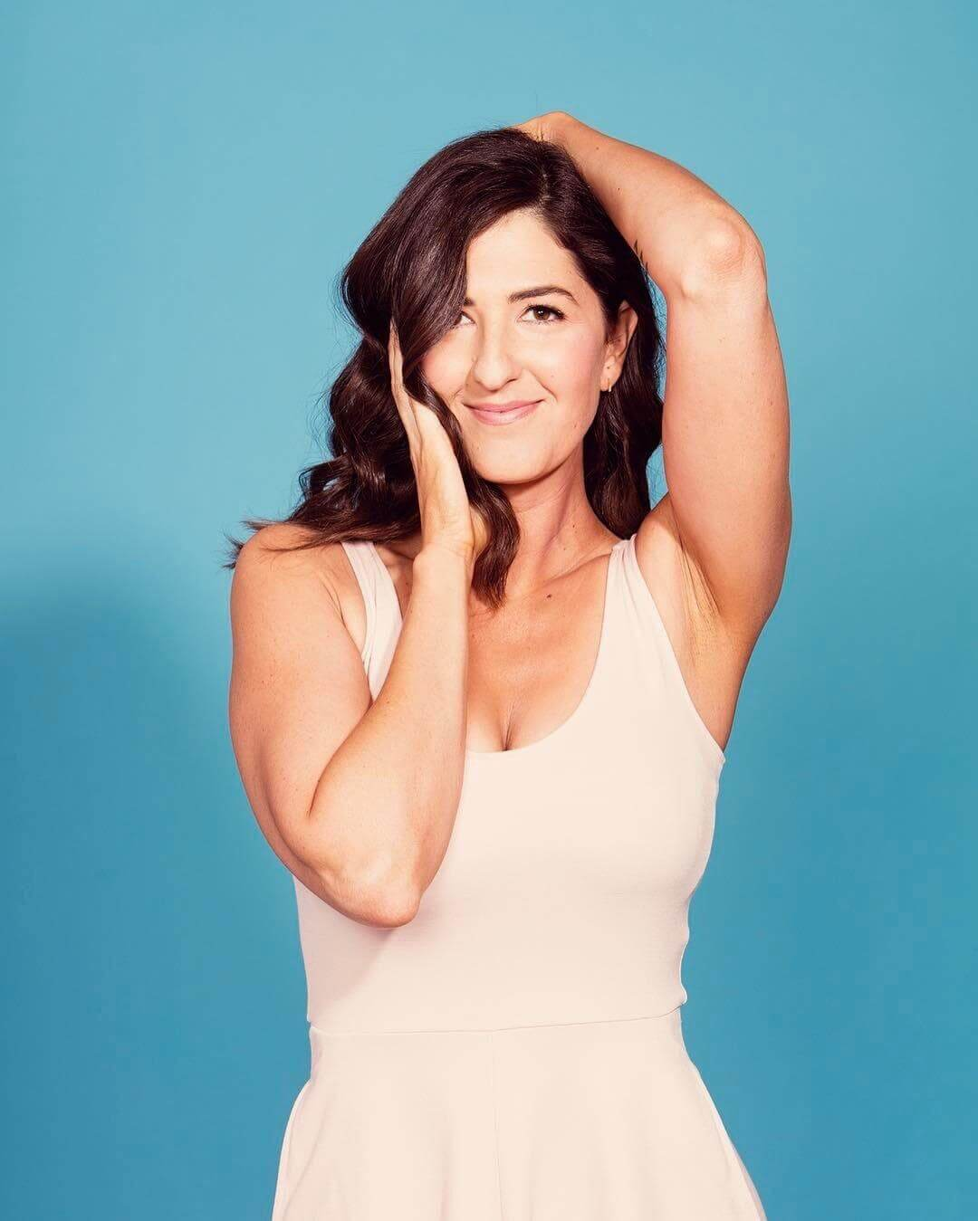 D'Arcy Carden hot boobs pic