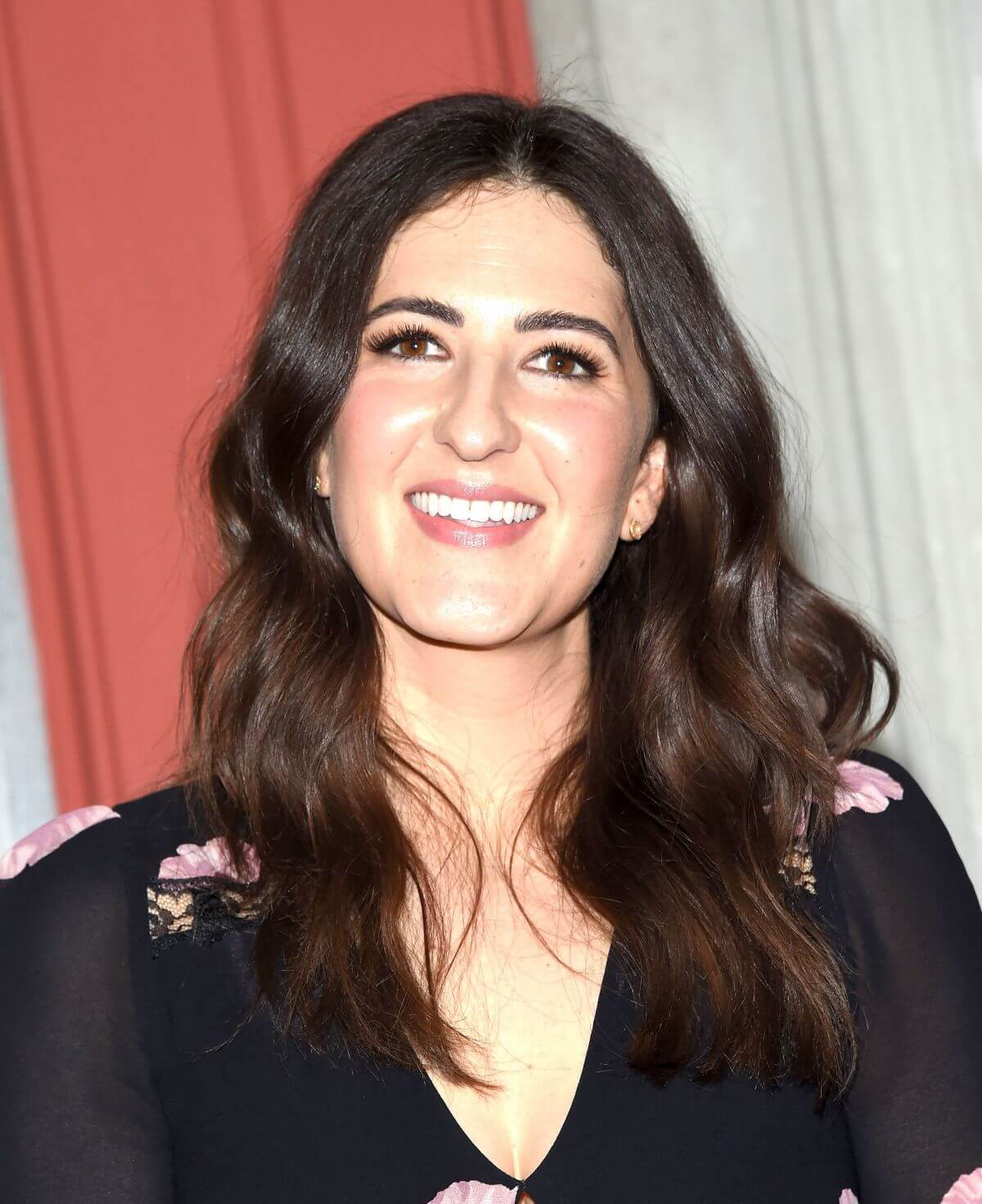 D'Arcy Carden hot cleavage pics