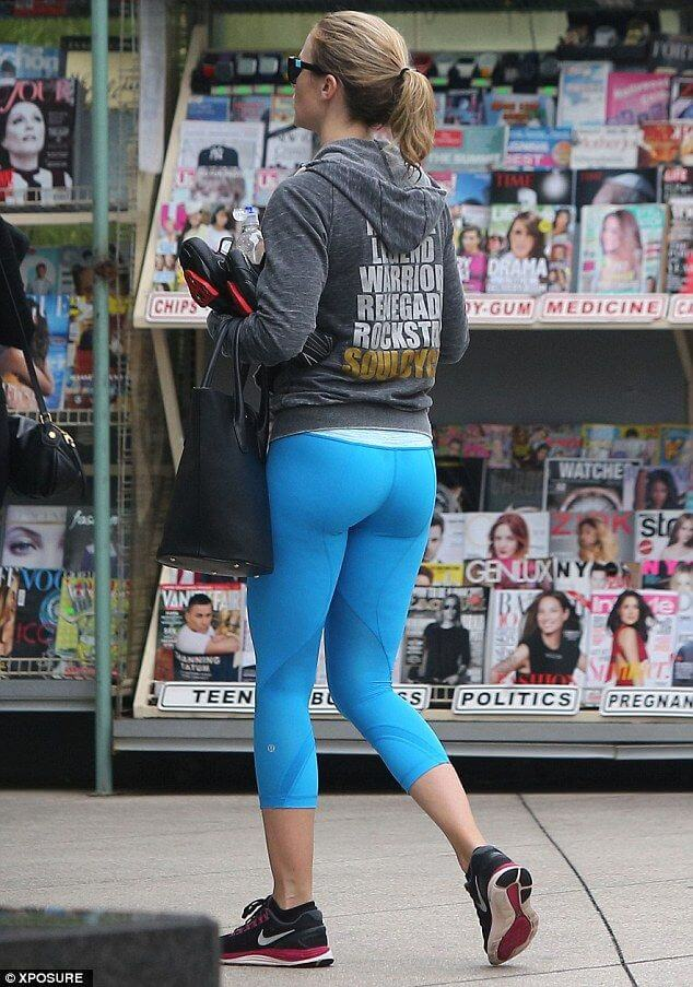 EMILY BLUNT booty pic