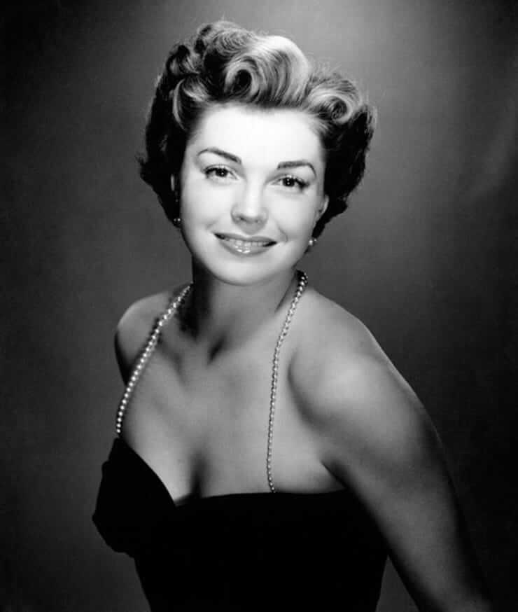 Esther Williams hot cleavage pics (1)
