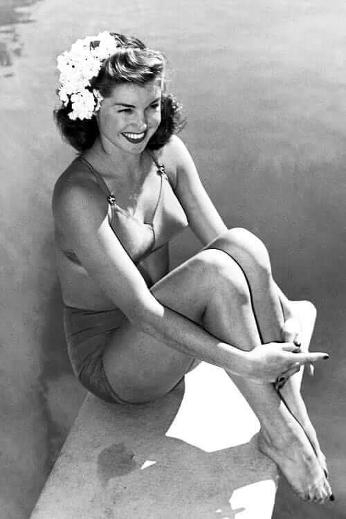 Esther Williams hot cleavage pics (2)