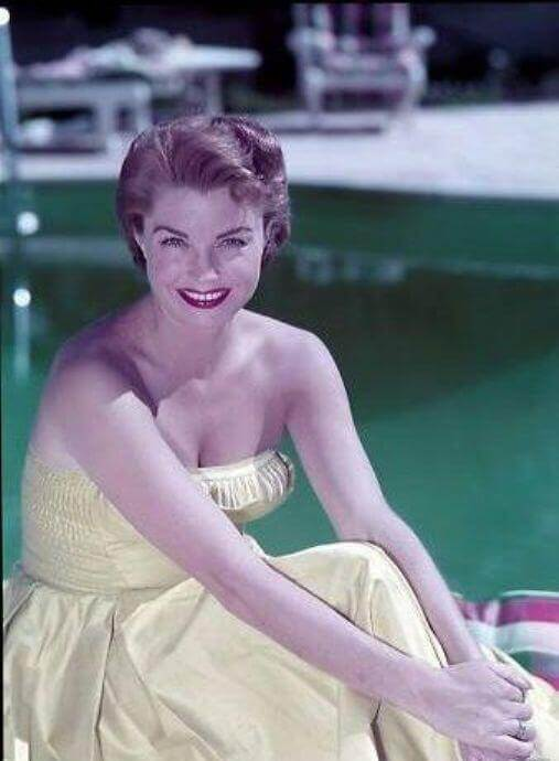 Esther Williams hot cleavage pics (3)