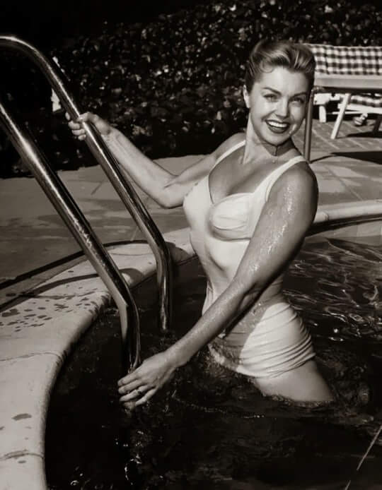 Esther Williams hot cleavage pics (4)