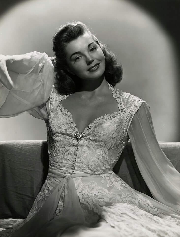 Esther Williams hot cleavage pics (6)
