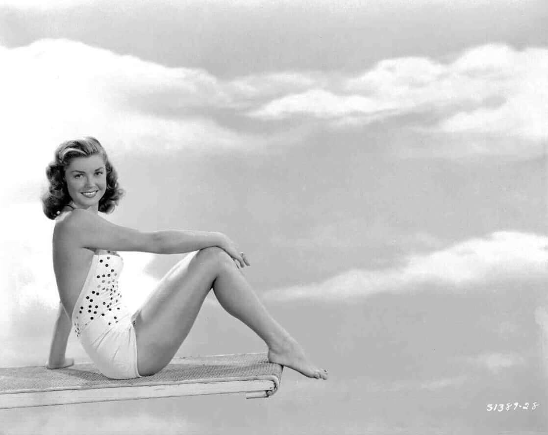 Esther Williams sexy look pic (2)