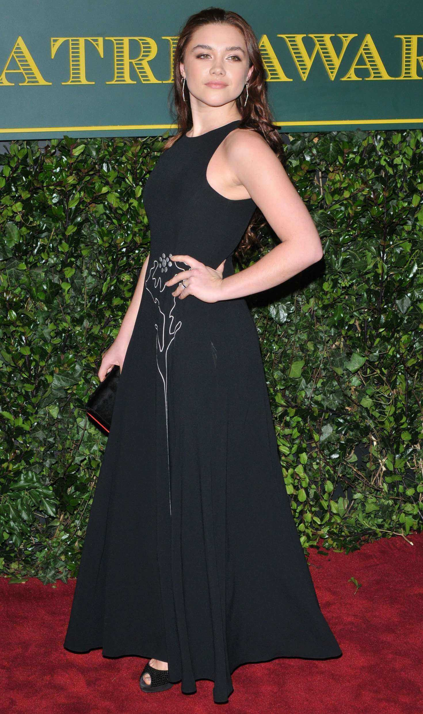 Florence Pugh long black dress pic (2)