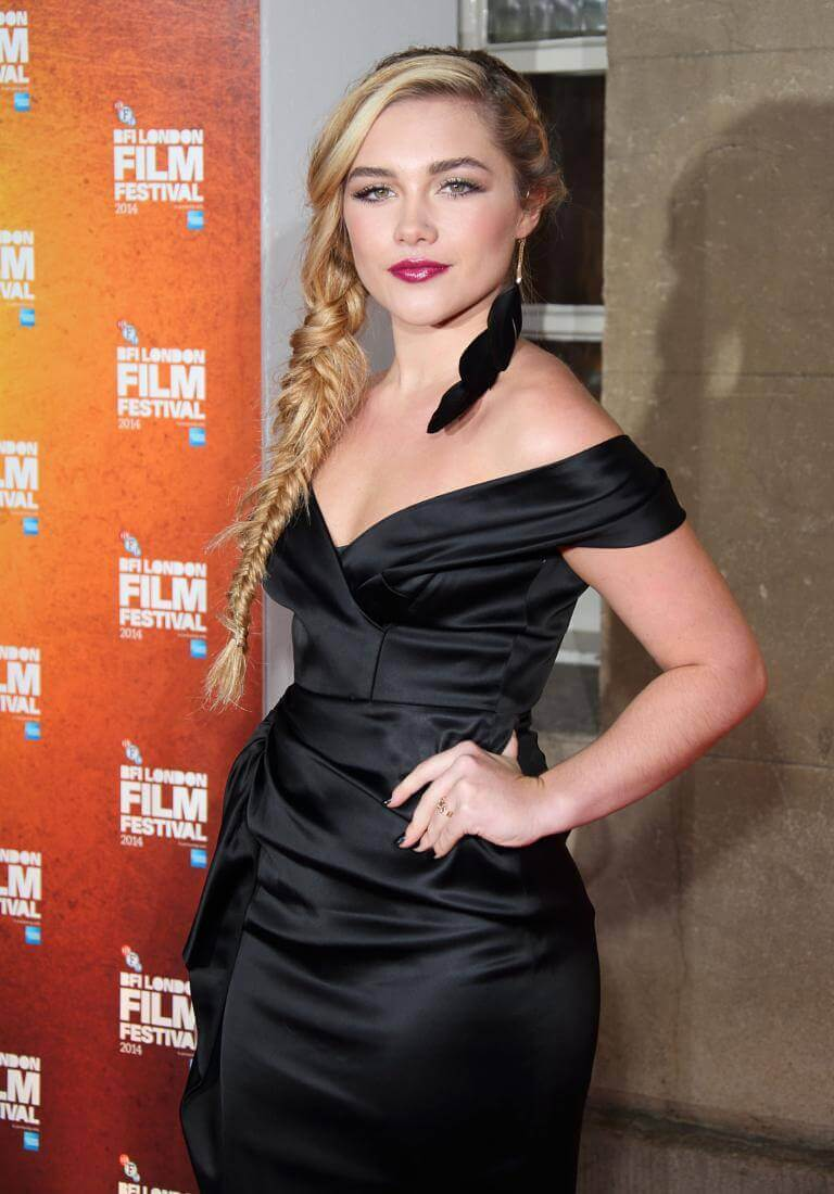 Florence Pugh sexy black dress pic