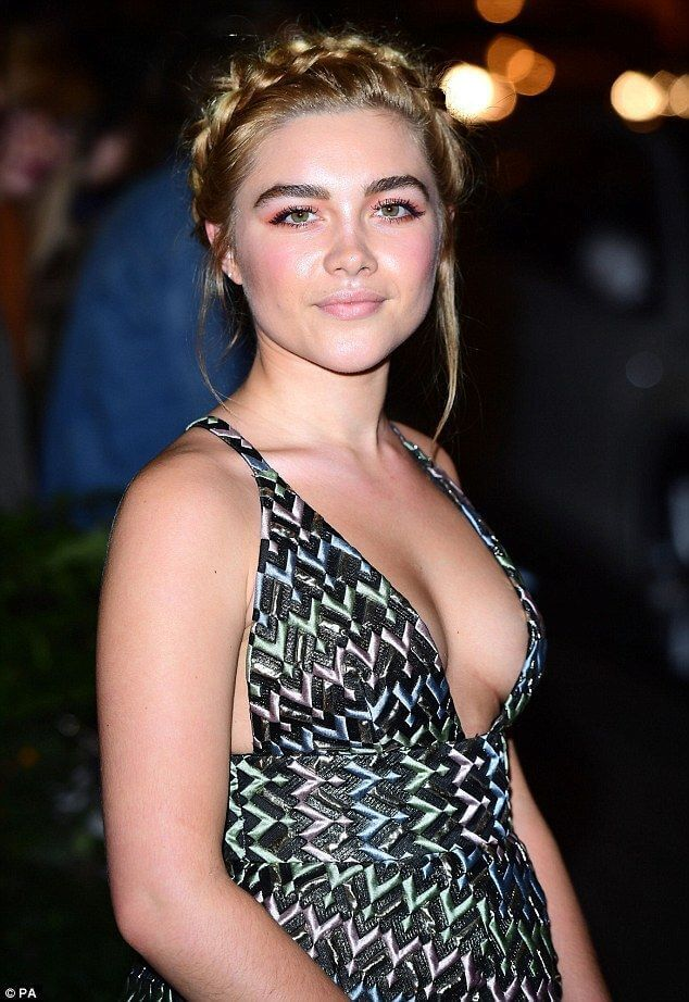 Florence Pugh sexy side boobs