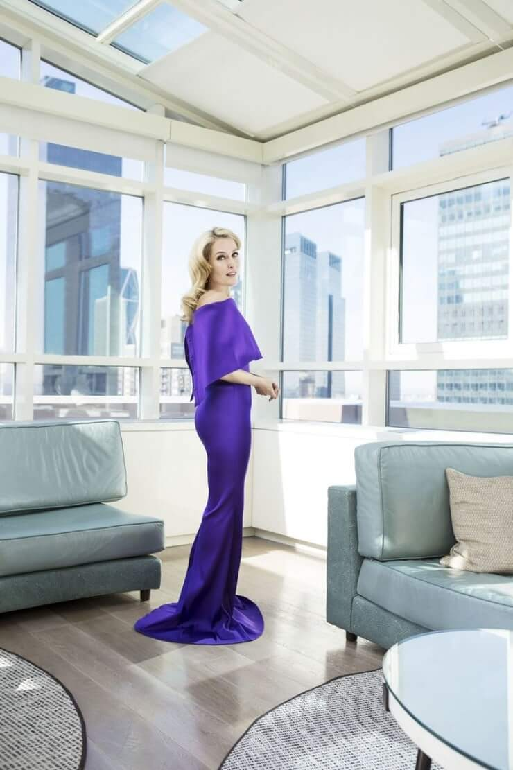 Gillian Anderson hot and sexy (1)
