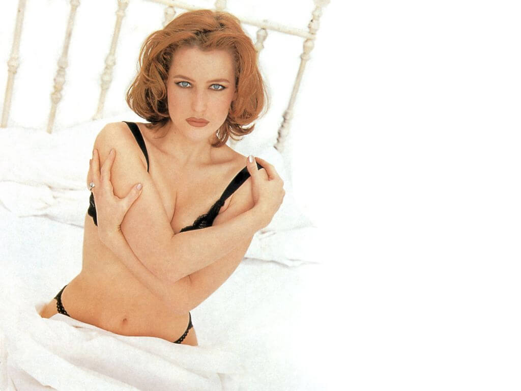 Gillian Anderson hot bikiny pictures (4)