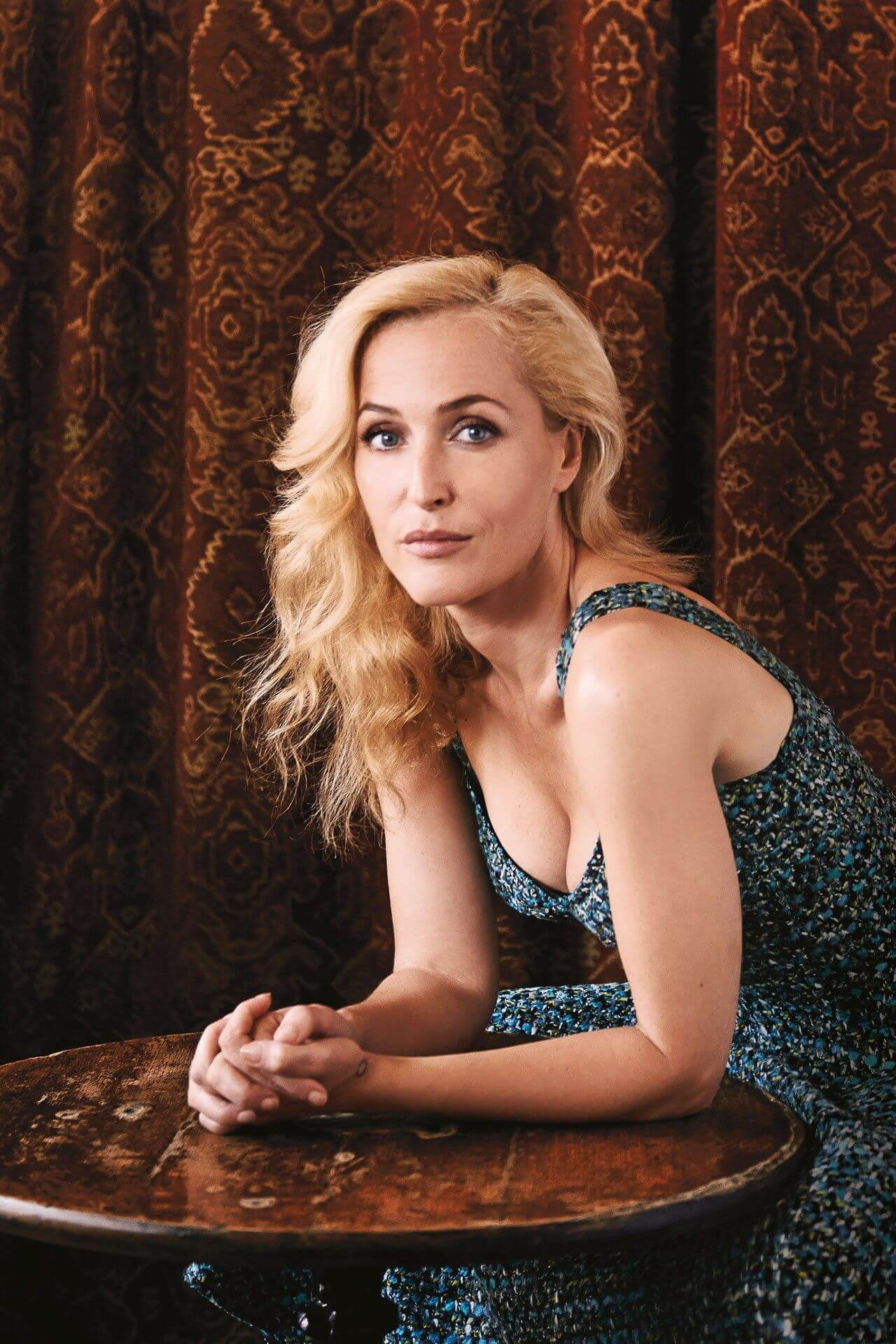 Gillian Anderson hot busty pics (10)