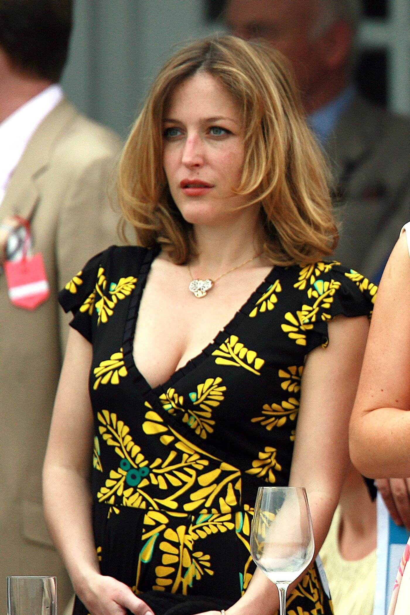 Gillian Anderson hot cleavage pics
