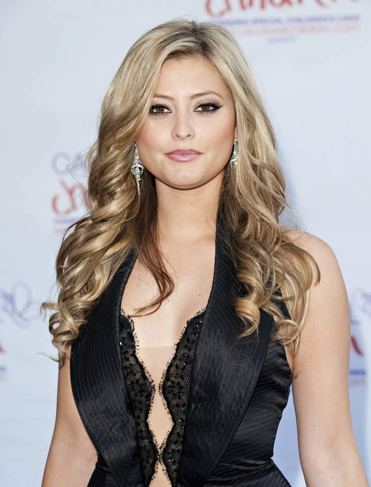 Holly Valance hot cleavage pics (1)
