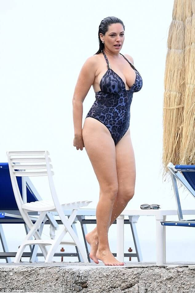 Kelly Brook awesome busyt pic