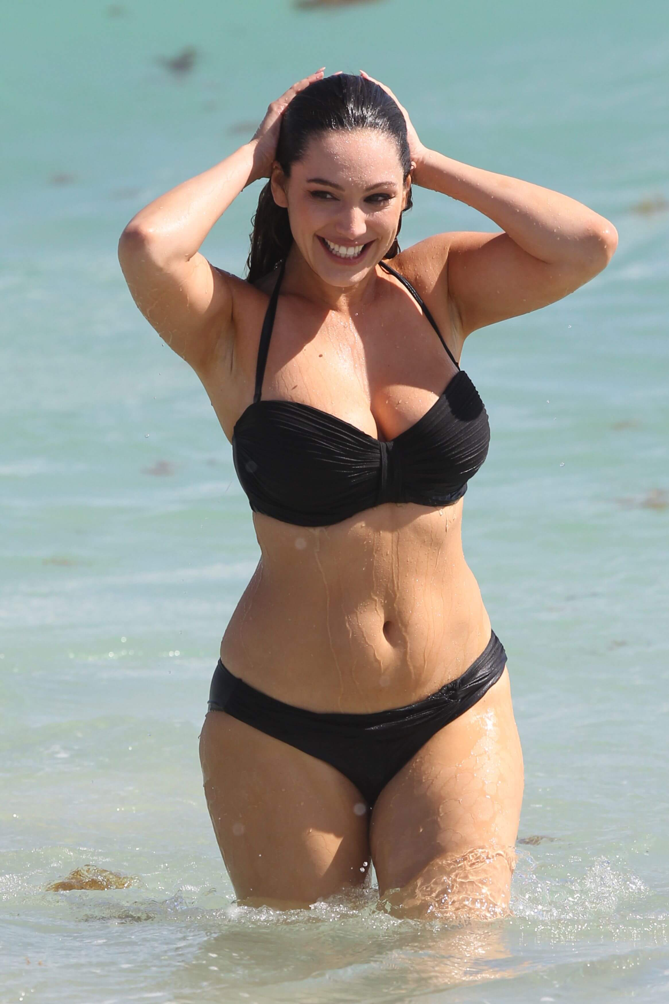 Kelly Brook hot busty pictures
