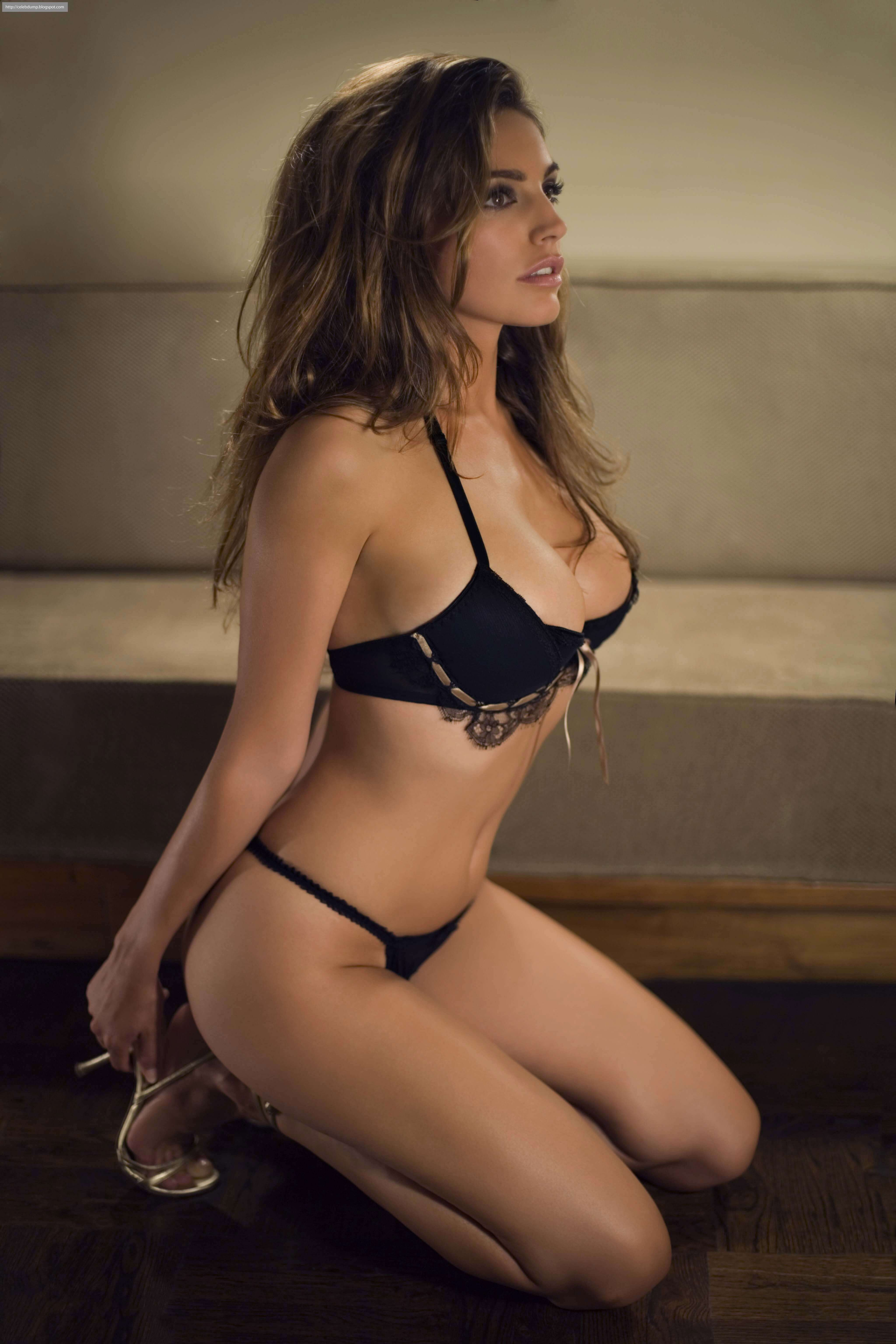 Kelly Brook hot side pics