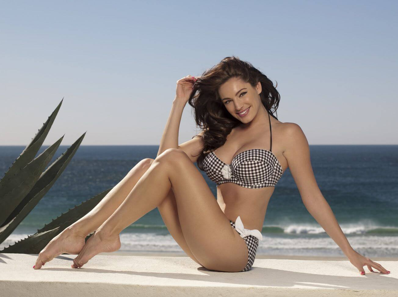 Kelly Brook sexy bikini picture