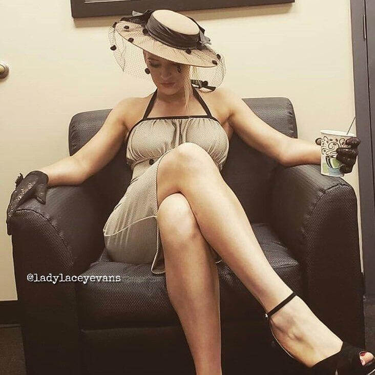 Lacey Evans hot thigh pics