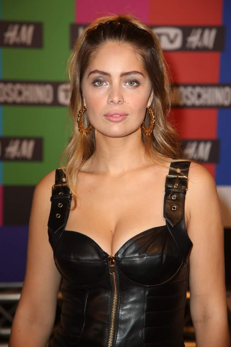 Marie-Ange Casta sexy cleavage pics (3)