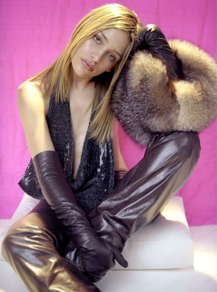 Piper Perabo hot cleavage picture