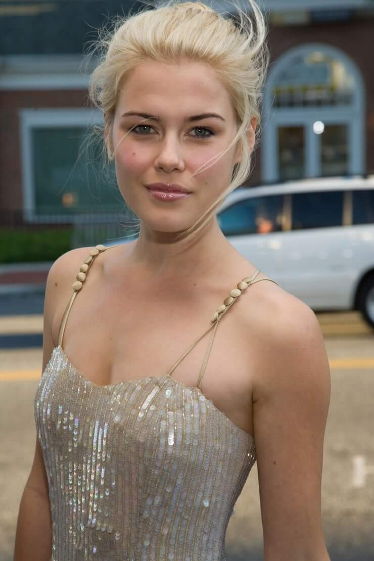 Rachael Taylor hot boobs pics