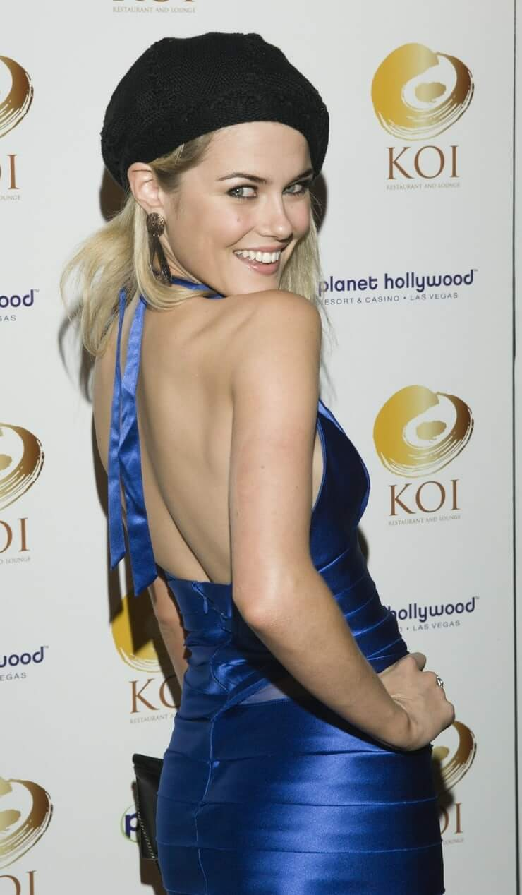 Rachael Taylor sexy cleavage pictures