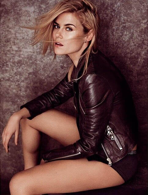 Rachael Taylor sexy thighs