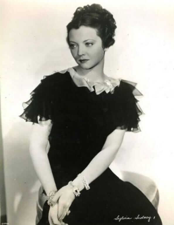 Sylvia Sidney hot look pictures (3)