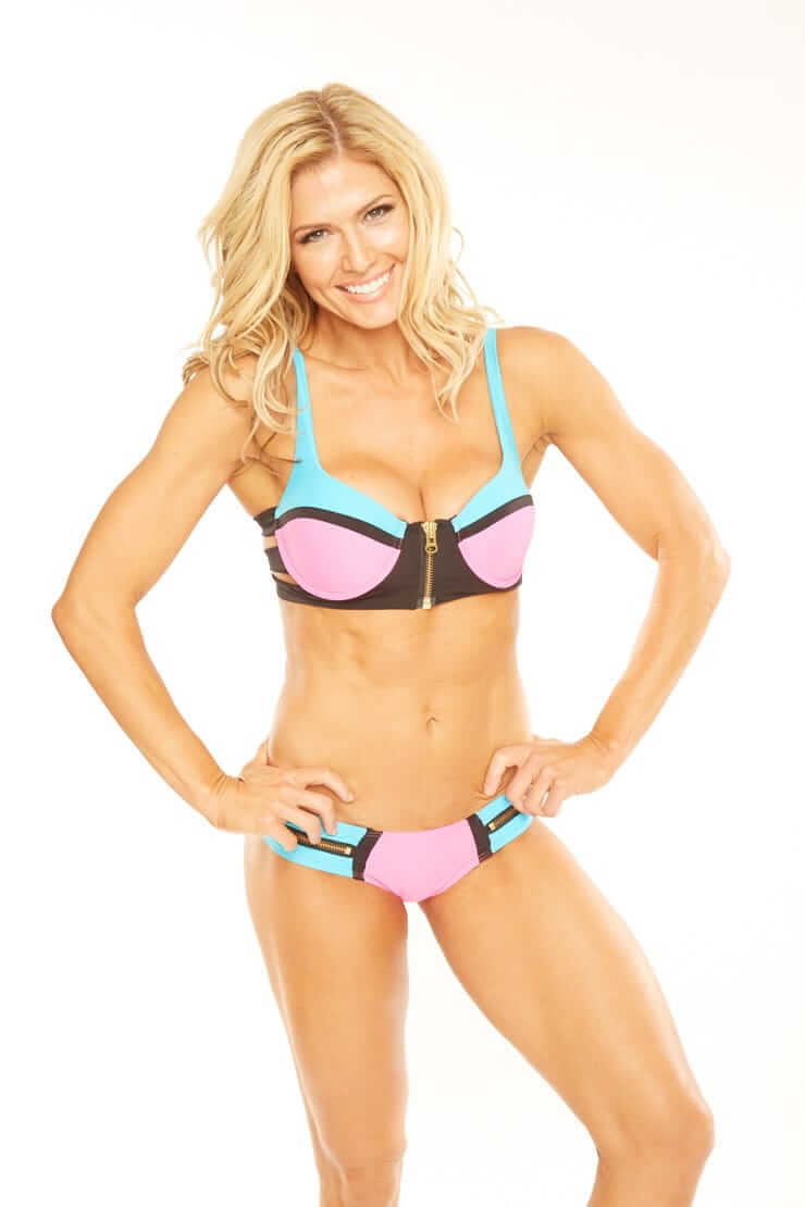 Torrie Wilson awesome cleavege pic
