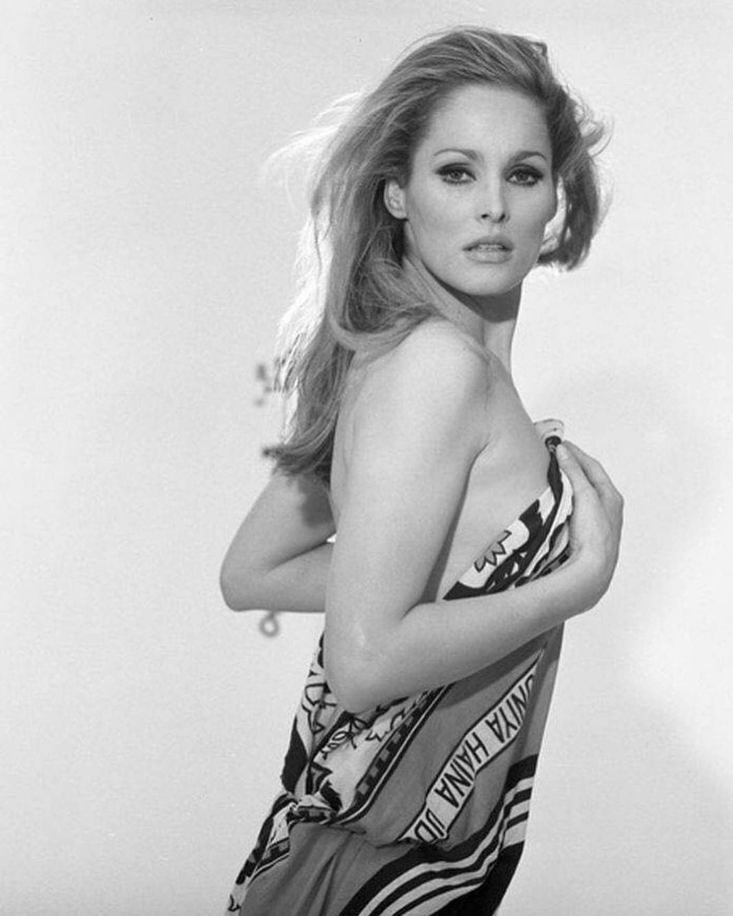 Ursula-Andress-hot-cleavage-pictures-1068x1335-min