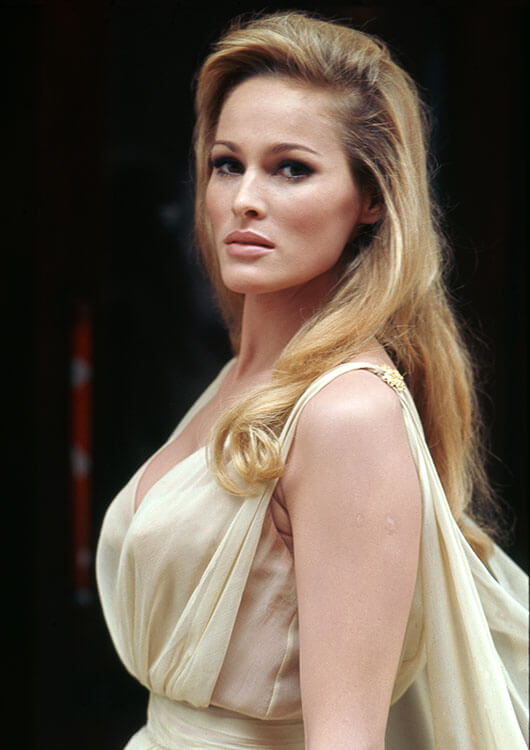Ursula-Andress-sexy-side-pic-2