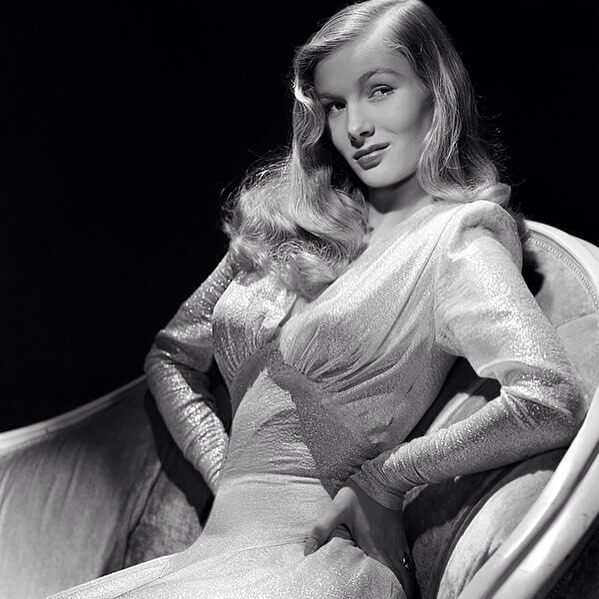 Veronica Lake sexy side look