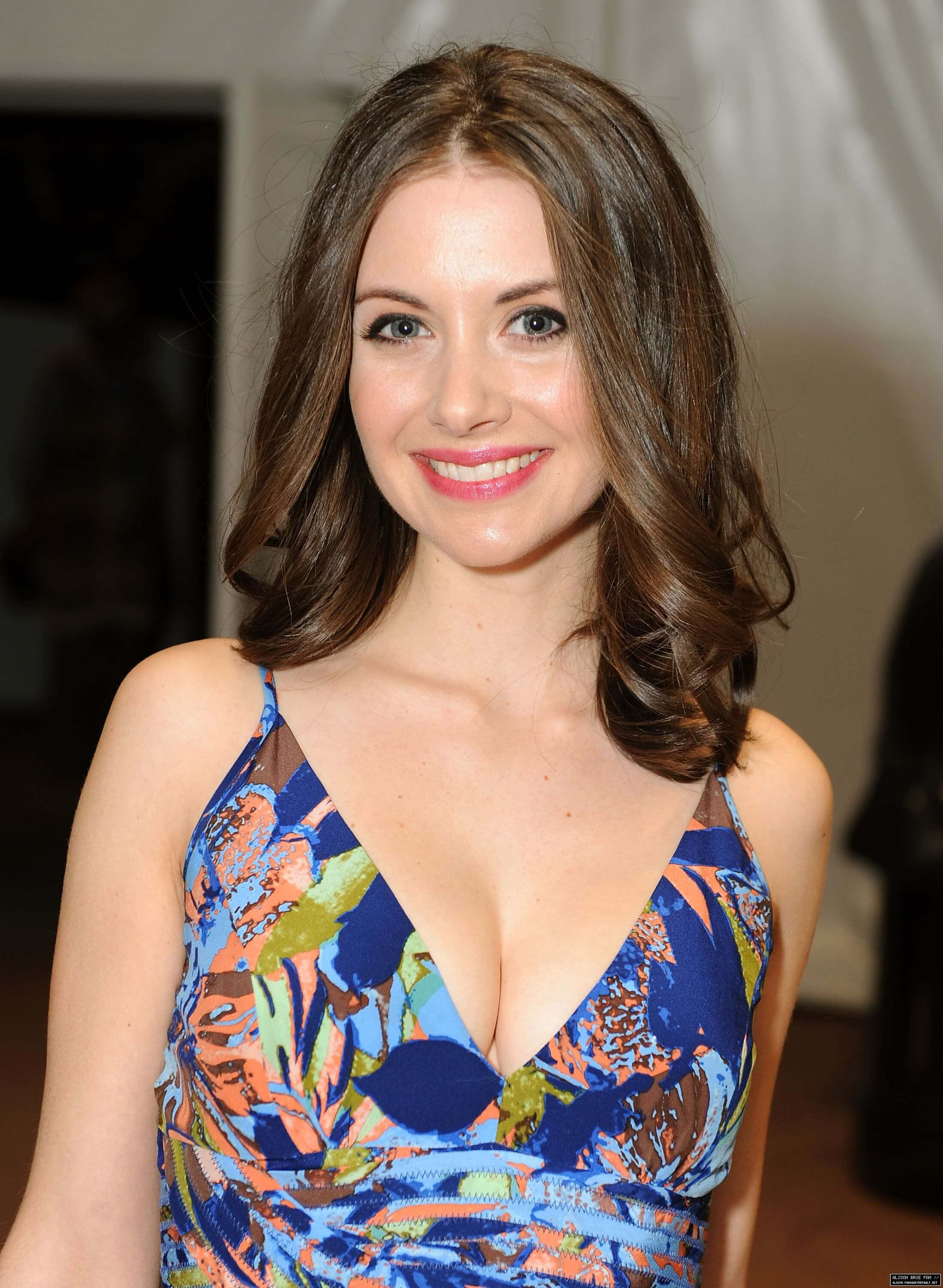 alison-brie-hot-cleavage