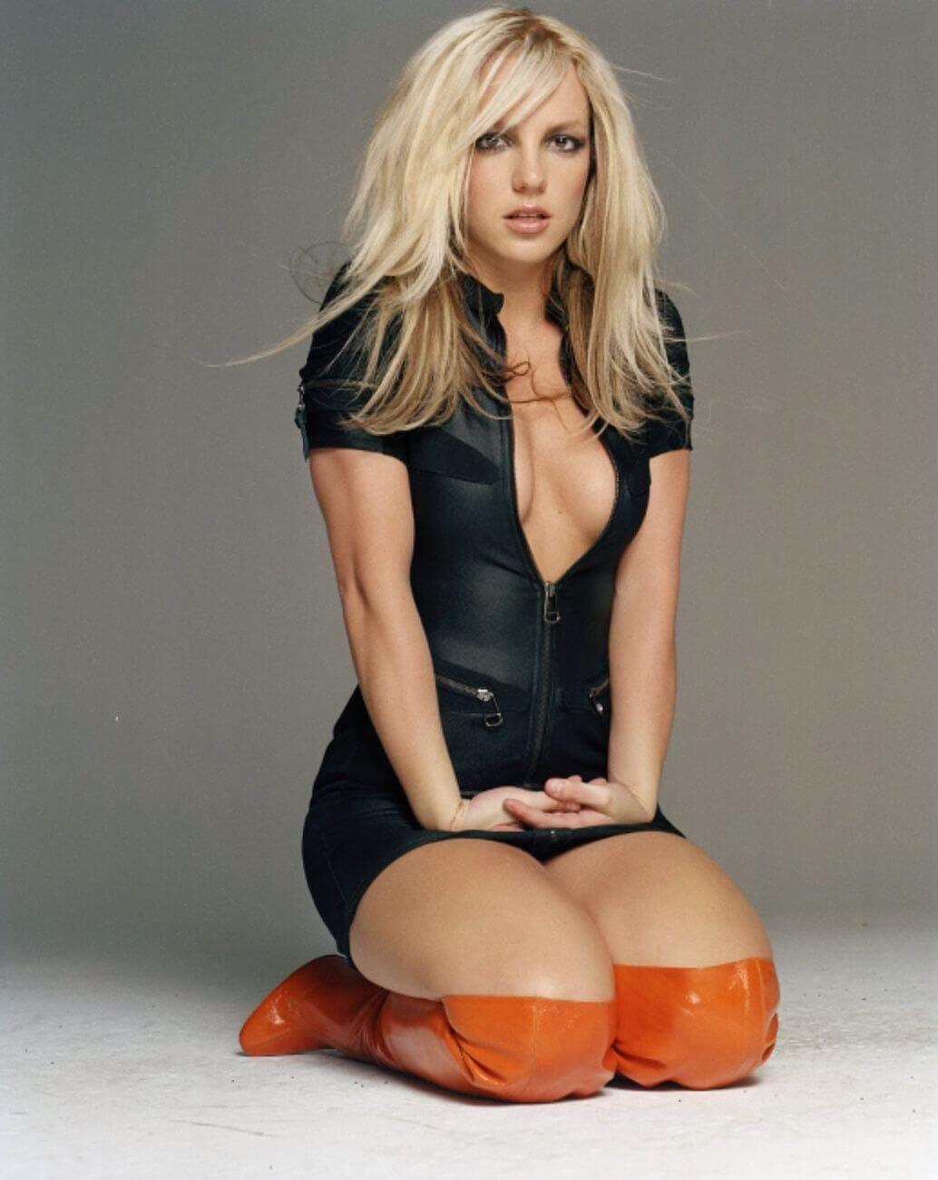 britney spears hot cleavage photo