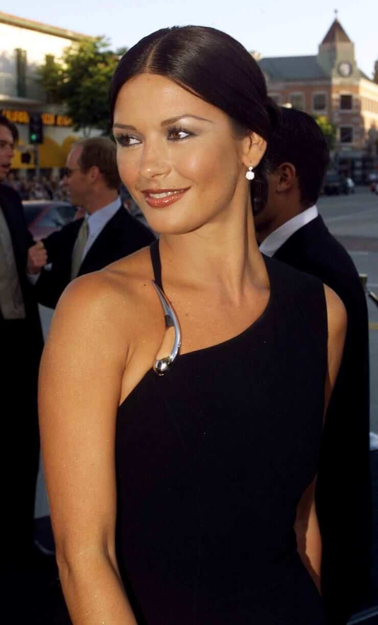 61 Sexy Catherine Zeta-Jones Boobs Pictures Will Make You Want To Play With Them-5439